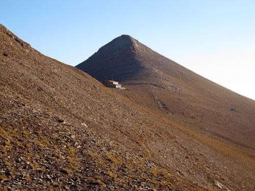 Giosos Apostolidis resort and Prophet Ilias peak. Photo shot from the path towards Mytikas.