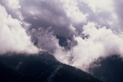 Majestic clouds over the mountains (Canon EOS 650 with 100-300mm zoom lens set at 100mm, Velvia ISO 50 slides film)
